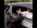 Лингард учит юного фаната своему фирменному рукопожатию(i_love.mufc)