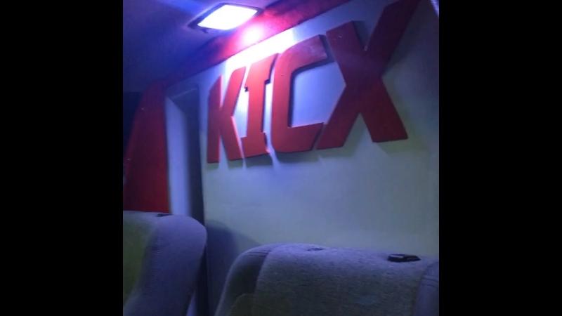Мега стильная стена Автоазарт Kicx