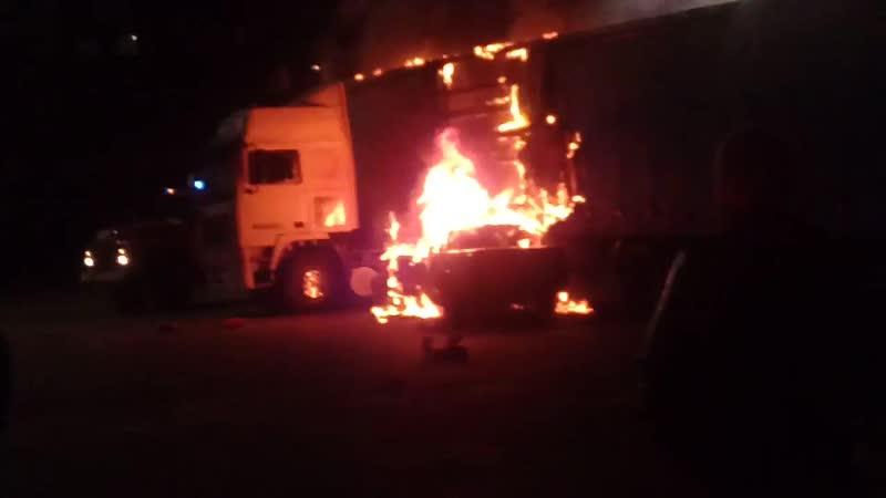 Сегодня ночью авария на Бурова. Машина въехала в фуру и загорелась.