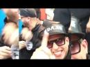 J Balvin besa nuevamente a Farruko y Daddy Yankee se sorprende