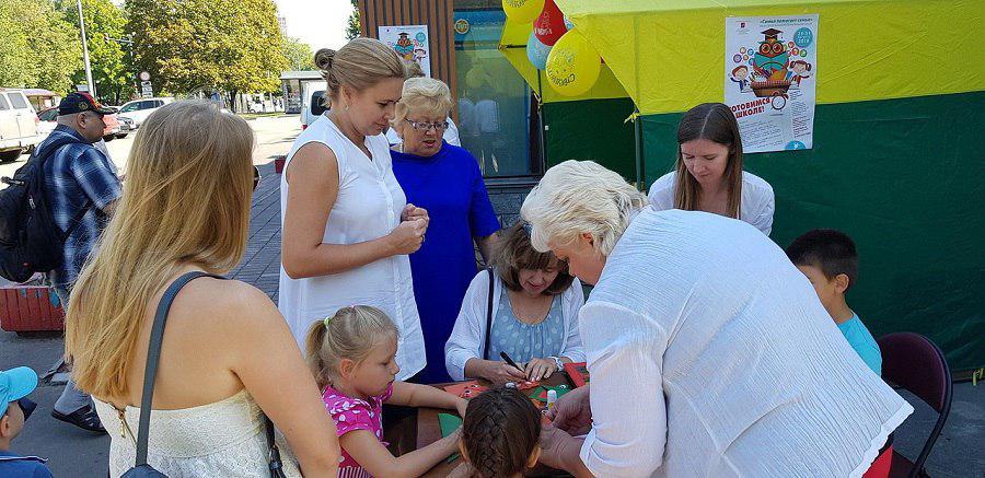 Акция «Соберем детей в школу» прошла в Лианозове