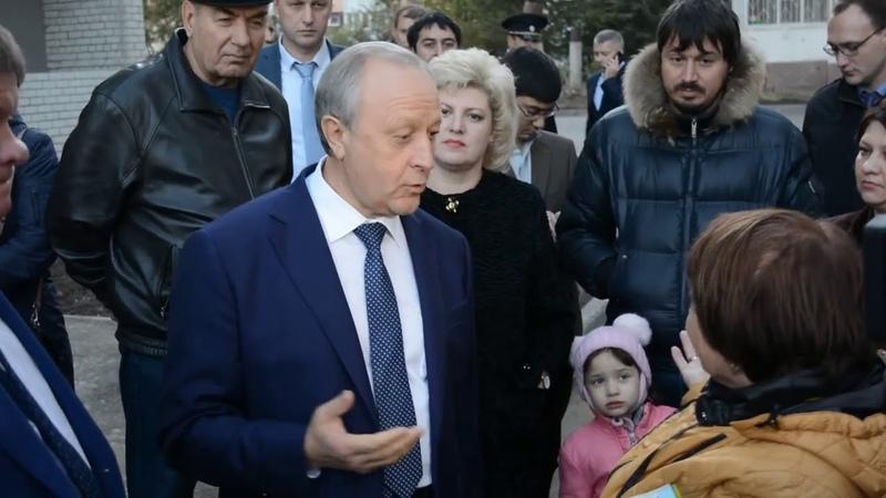 Валерий Радаев и возмущенные жители в Ленинском районе