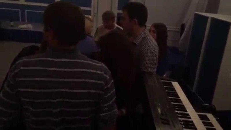 Татьяна Фатеева в г Клину раздает автографы с группой Газовый Сектор