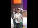 Хрустальная статуэтка у Руслана в руках