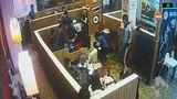 Нападение охранника Burger King на парня, читавшего рэп в кафе