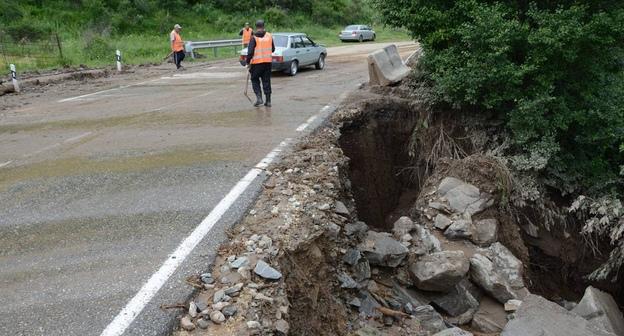 В Зеленчукском районе ведутся аварийно-восстановительные работы