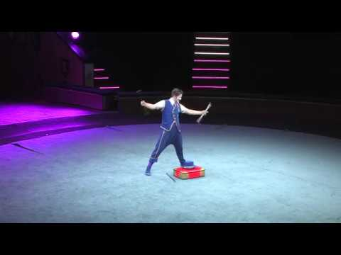 Оригинальное жонглирование палочками