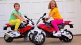 Катя жадничает и не делится Naughty kids ride on toy bikes