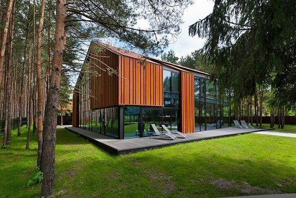 Дом на берегу реки в Каунасе