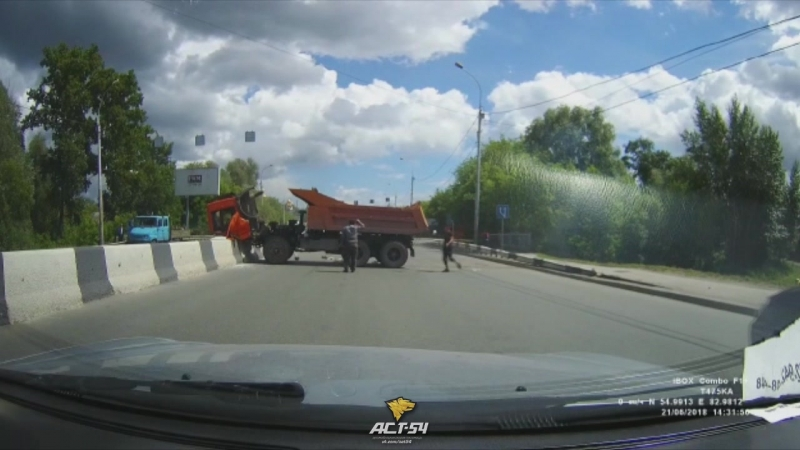 КамАЗ выехал на Большевистскую