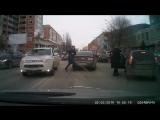 Разборки на дороге в Саратове с пистолетом и битой