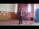 Поёт наш любимчик Манаенков Максим, уч-ся 11 класса. Красиво поёт)))