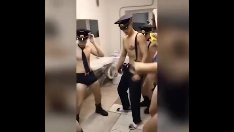 Курсанты Ульяновского училища сняли клип на песню Satisfaction