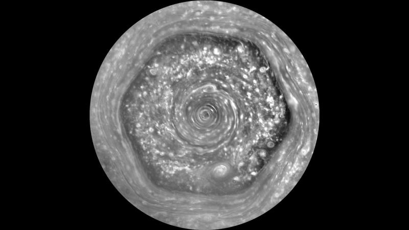 Уникальный Шестиугольник Сатурна в полном поле зрения