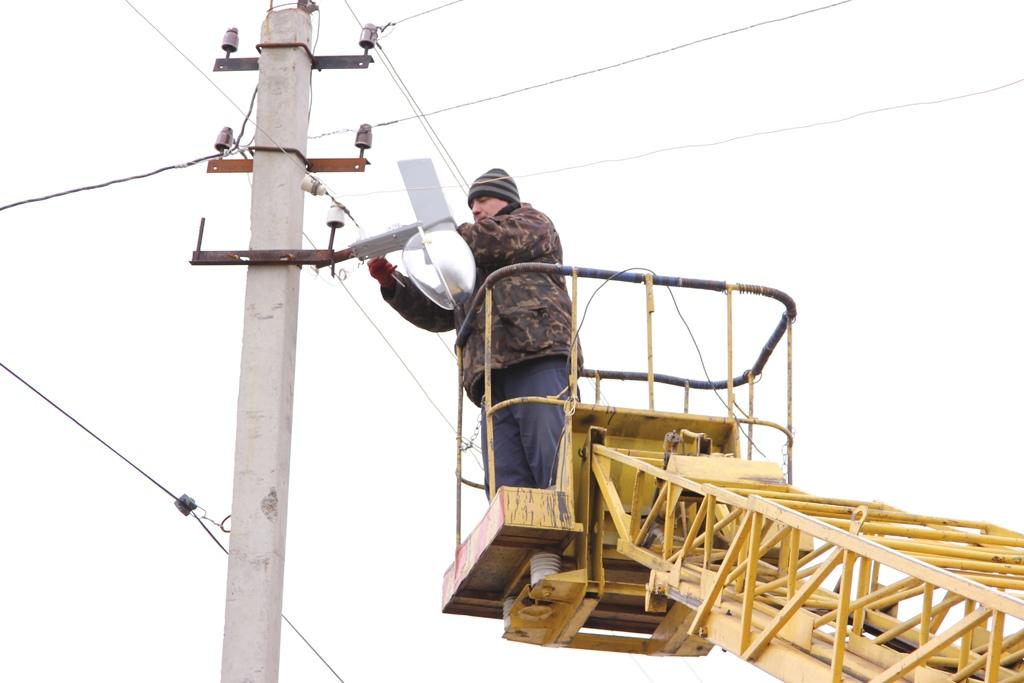 В Таганроге продолжают обновление уличного освещения