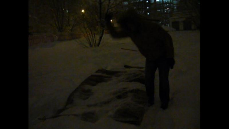 Выбиваем ковёр около дома :)