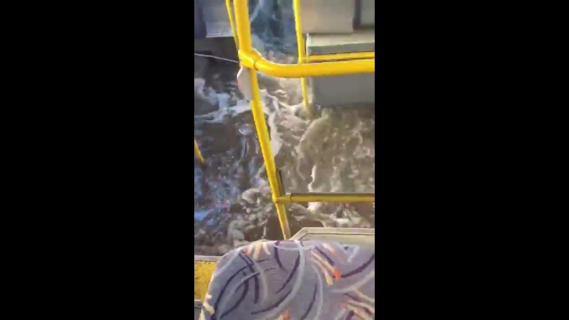 Автобус утонул