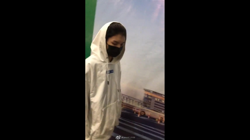 111018 Ling Chao's fancam Shanghai Departures