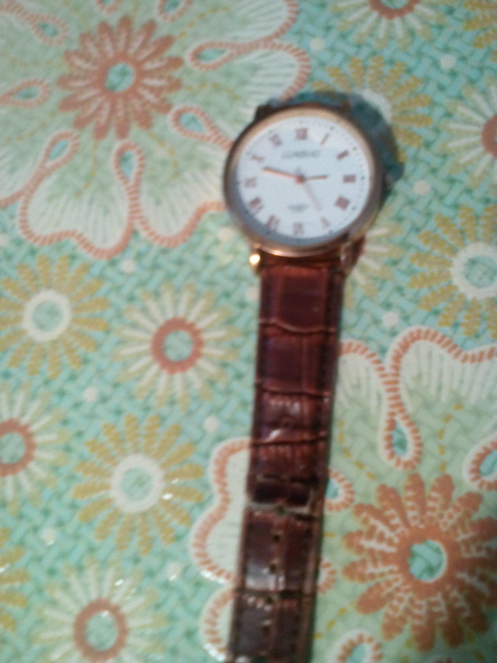 Найдены мужские часы (вероятно потеряли, так как оторван ремешок), около районной библиотеки.