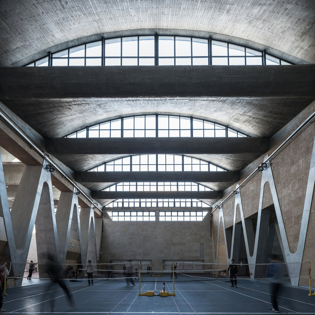 Китайское архитектурное бюро Atelier Li Xinggang спроектировало новый спортивный комплекс кампуса Тяньцзинского университета в Тяньцзине, Китай.