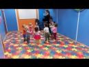 Ритмика в ясельной группе детского сада с бассейном.