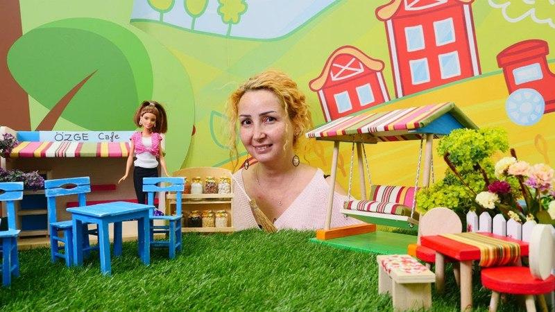 Özgenin kafesinde yaz bahçesi açılıyor. Barbie oyunu