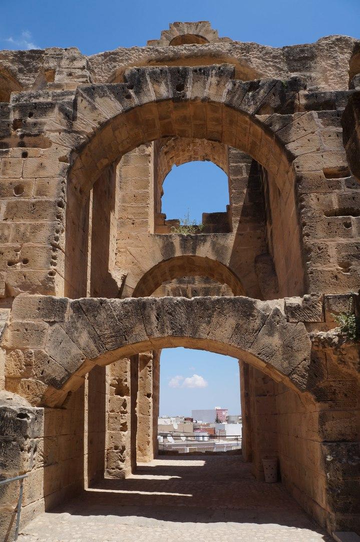 Эль-Джем - место, где снимают фильмы про гладиаторов амфитеатр, строительства, городе, пройтись, метров, очень, достопримечательность, музей, амфитеатра, мозаики, приезжают, подтрибунные, город, помещения, также, ЭльДжем, арене, Туниса, Амфитеатр, ареной
