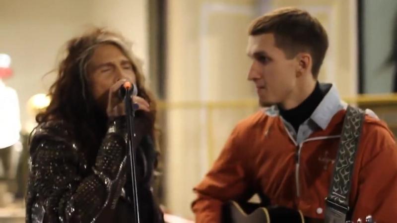 Un Artista Di Strada Canta Gli Aerosmith Ma Non Sa Che Steven Tyler è Dietro Di Lui