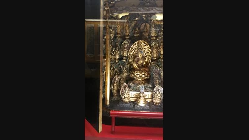 Буддийский домашний алтарь. Экспонат в музее Грасси. Лейпциг