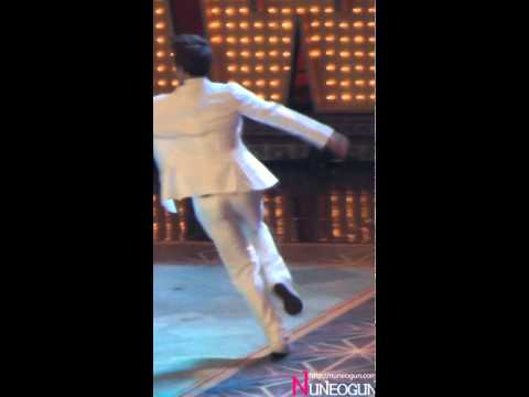 101029 2PM Taecyeon Drags Wrong Direction Junho Correctly Cam