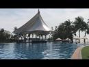 На территории у бассейна Mövenpick Siam Hotel Na Jomtien Pattaya