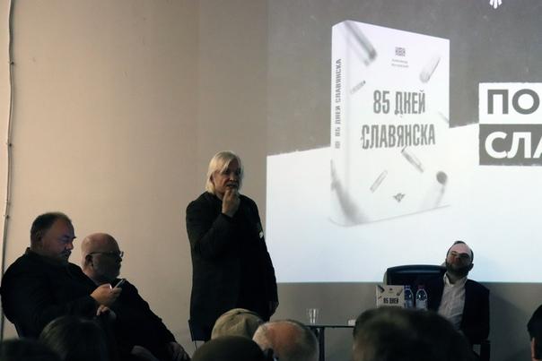 Юрий Юрченко читает десяток стихов подряд.
