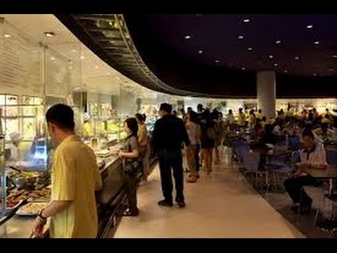 BANGKOK: the crowded and chaotic FOOD COURT at the SIAM PARAGON MALL (THAILAND)