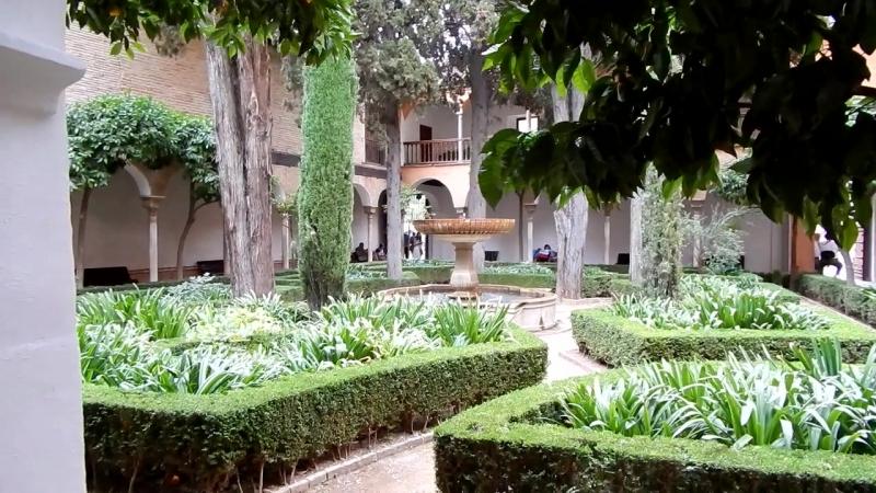 Альгамбра - часть 2. Дворик королевы Изабеллы и парк у дворца Карла V