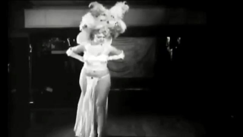 QuotJennie_Leequot_Hicks_Burlesque_dancer_in_Red_Hot_Mama_yapfiles.ru