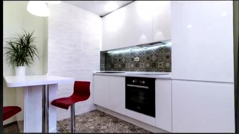 Кухня с фасадами в эмали с барной стойкой
