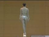 девка с голыми сиськами занимается гимнастикой