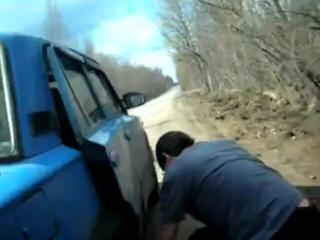 пробило колесо...а насоса то и нету!))2