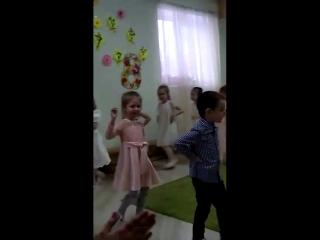 Танец воспитательницы