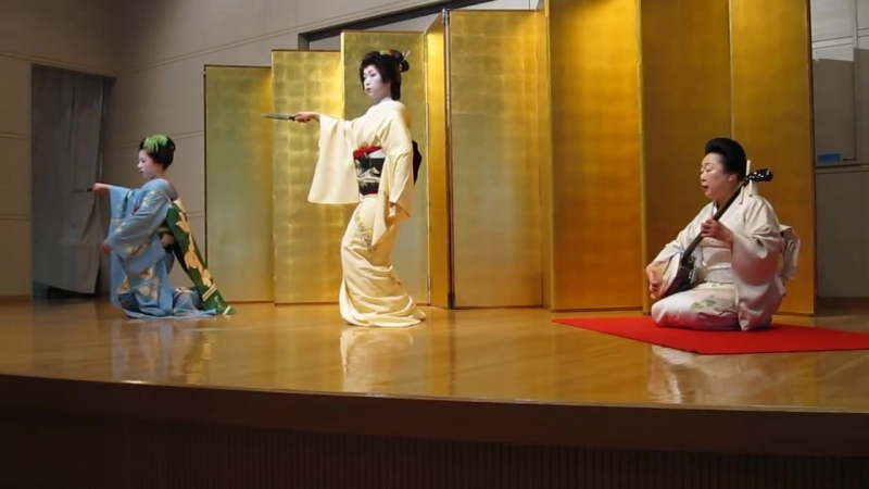 Geiko Maiko Dance with Shamisen
