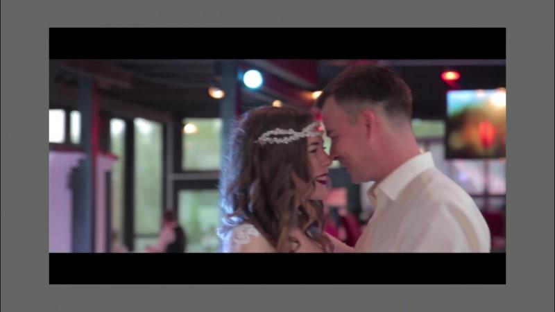 Трогательные мгновения свадьбы. Доверьте нам оставить в памяти Ваши самые дорогие моменты.