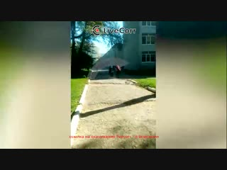 Момент взрыва и звуки выстрелов в колледже в Керчи