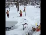 Предновогодние выходные в городе Эри, где за последние 4 дня выпали рекордные 165 сантиметров снега (США, штат Пенсильвания).