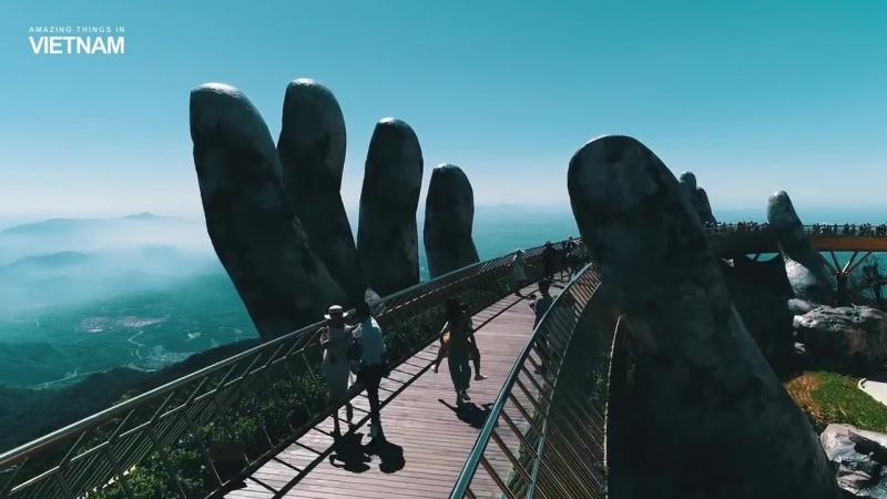 Golden bridge on Ba Na Hills, Da Nang, Vietnam_Золотой мост на холмах Ба на, Дан_HD.mp4