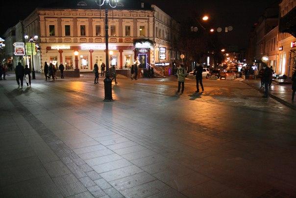 Театральная площадь. Теперь на углу Шоколадница и огромный летний дворик ресторана убран навсегда.  Январь 2018