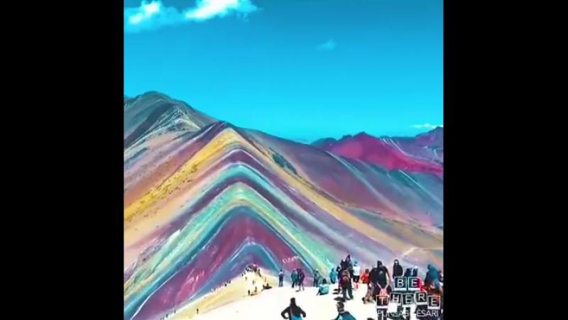 Природа дарит людям такую красоту. Гора Радуга в Перу.