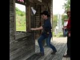 Скоростная стрельба в стиле дикого запада.