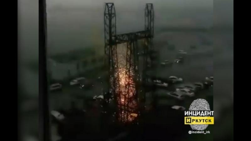В районе «Автограда» молния ударила в железную конструкцию