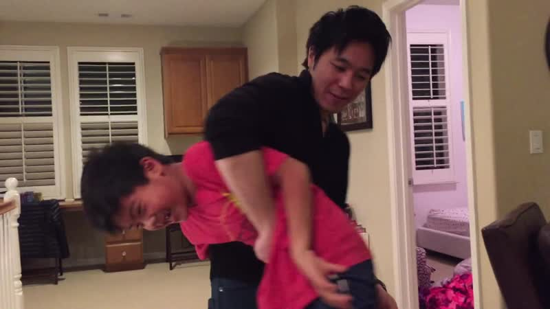 Boy spank by old brother !