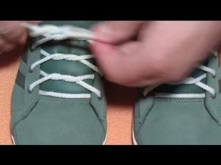 Модная шнуровка кроссовок. Fashionable lacing sneakers